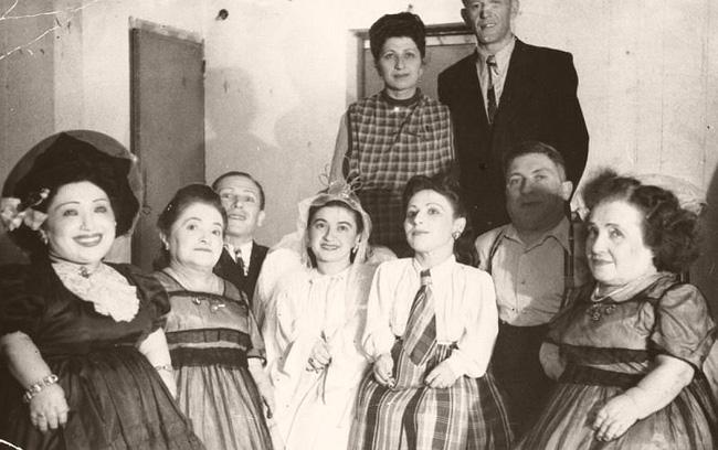 7 chị em người lùn nổi tiếng và số phận đau đớn khi rơi vào tay gã bác sĩ chết chóc đến mất mạng nhưng cuối cùng vẫn biết ơn hắn - Ảnh 2.