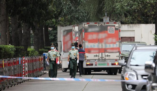 Thành Đô: Hàng ngàn người đổ xô đến xem Lãnh sự quán Mỹ đóng cửa, cho rằng TQ trả đũa hợp lý - Ảnh 2.