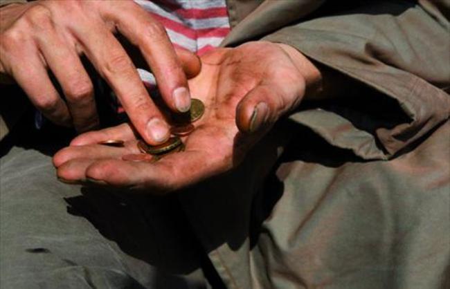 Bị chê vì làm ngơ người ăn xin nghèo, người đàn ông nói 1 câu và cho đi 300 USD, việc xảy ra nửa tháng sau khiến hàng xóm ngã ngửa - Ảnh 4.