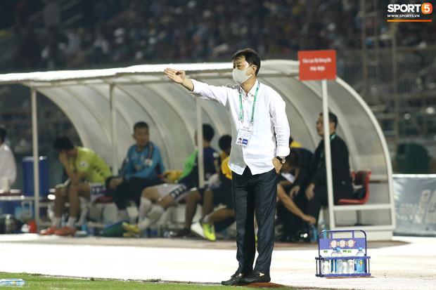 Cựu HLV Chung Hae-seong của CLB TP.HCM: Một số cầu thủ phong độ tốt đột nhiên thi đấu khó hiểu - Ảnh 1.