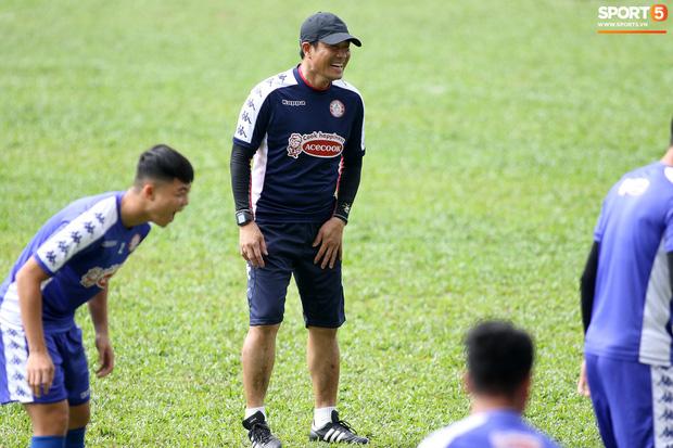 Cựu HLV Chung Hae-seong của CLB TP.HCM: Một số cầu thủ phong độ tốt đột nhiên thi đấu khó hiểu - Ảnh 2.