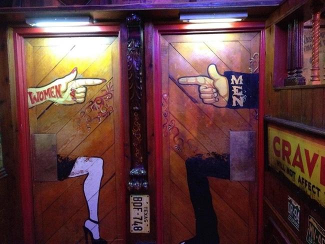 Những tấm biển chỉ dẫn nhà vệ sinh hài hước và độc đáo khiến ai cũng phải công nhận sức sáng tạo của con người thật không có giới hạn - Ảnh 15.