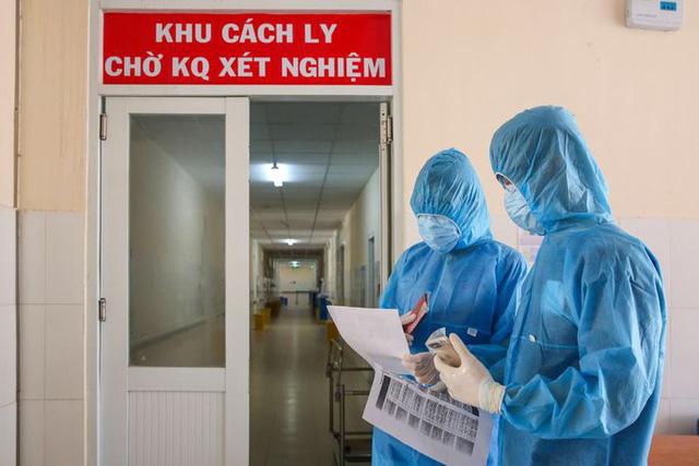 Trường hợp bệnh nhân Covid-19 ở Hà Nội hết cách ly mới có xét nghiệm dương tính: Bác sĩ nói gì? - Ảnh 1.