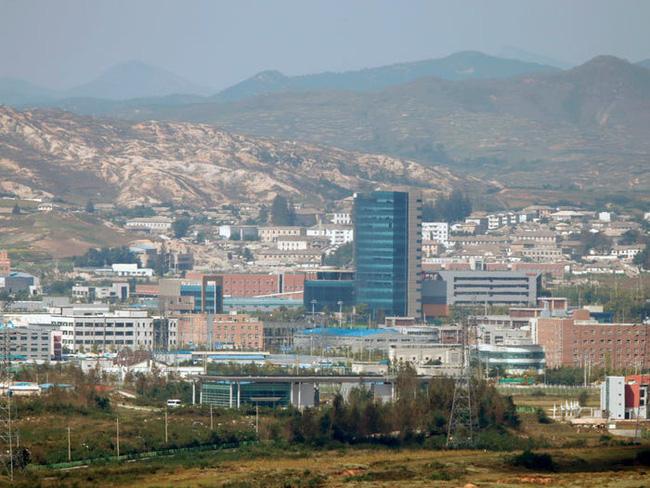 Ảnh bên trong thành phố đầu tiên của Triều Tiên bị phong tỏa vì Covid-19 - Ảnh 1.