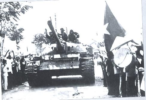 Xe tăng ta bị bắn cháy vẫn chiến đấu, địch hoảng sợ tháo chạy: Cuộc quyết chiến nghẹt thở - Ảnh 2.