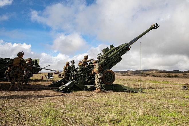 Xe tăng T-90 QĐ Ấn Độ dồn dập lên biên giới, sẵn sàng đối đầu 50.000 binh lính Trung Quốc - Ảnh 1.