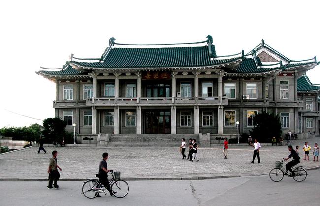 Ảnh bên trong thành phố đầu tiên của Triều Tiên bị phong tỏa vì Covid-19 - Ảnh 4.