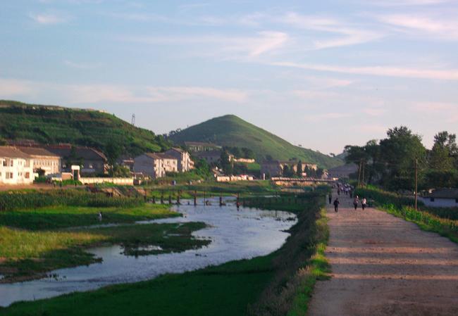 Ảnh bên trong thành phố đầu tiên của Triều Tiên bị phong tỏa vì Covid-19 - Ảnh 6.
