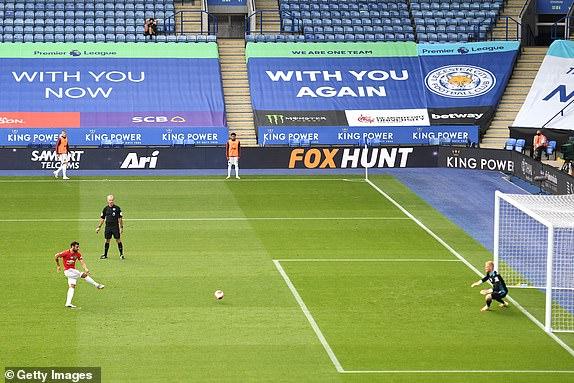 Thắng nghẹt thở nhờ penalty, Man United chính thức đoạt vé dự Champions League - Ảnh 2.