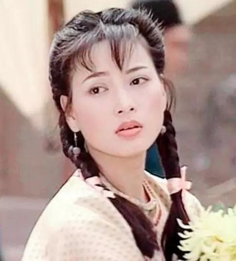 Hoa hậu chê Ngô Kinh nghèo khó, phản bội đại gia bất động sản, tuổi U50 ra sao? - Ảnh 2.