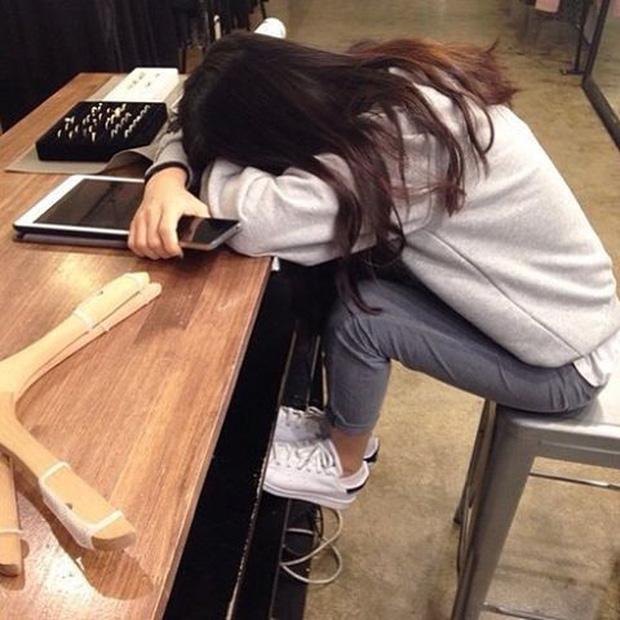 Tốt nghiệp trường Kinh tế, đi làm 2 tháng nhảy việc một lần, cô gái chán nản bỏ về quê mở tiệm bánh - Ảnh 1.