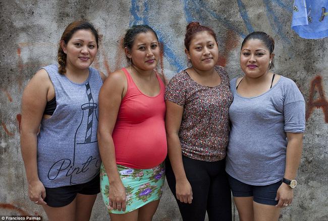 Câu chuyện về 4 chị em ruột cùng mang bầu, hạnh phúc tưởng không ai sánh bằng nhưng đằng sau là sự thật về ngành công nghiệp cho thuê tử cung - Ảnh 1.