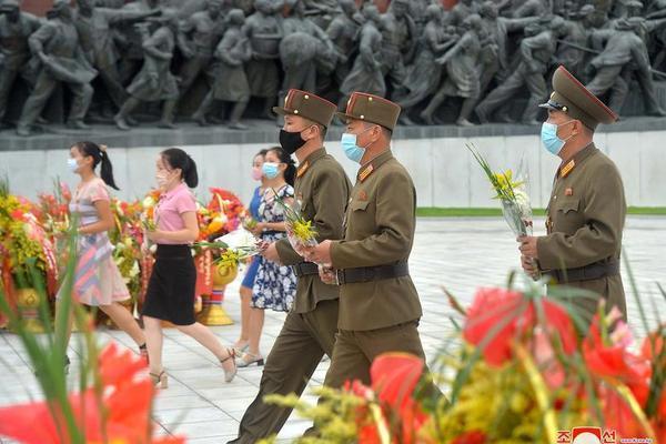 Triều Tiên bắn pháo hoa kỷ niệm Ngày Chiến thắng - Ảnh 13.