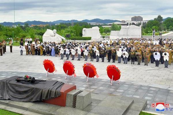 Triều Tiên bắn pháo hoa kỷ niệm Ngày Chiến thắng - Ảnh 14.