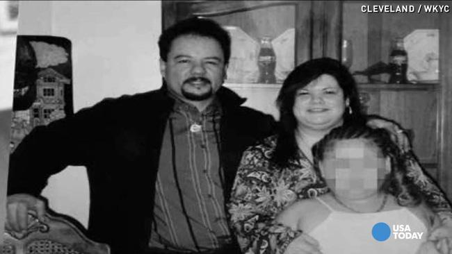 Tin tưởng bố của bạn, 3 cô gái bị bắt cóc hơn 10 năm đến nỗi có con với kẻ ác nhưng không ngờ nhờ đứa trẻ này mà sống sót - Ảnh 3.