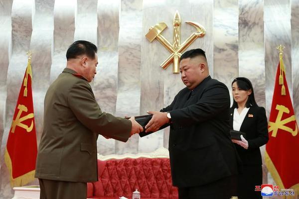 Triều Tiên bắn pháo hoa kỷ niệm Ngày Chiến thắng - Ảnh 4.