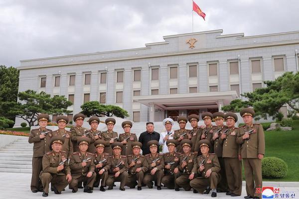 Triều Tiên bắn pháo hoa kỷ niệm Ngày Chiến thắng - Ảnh 5.