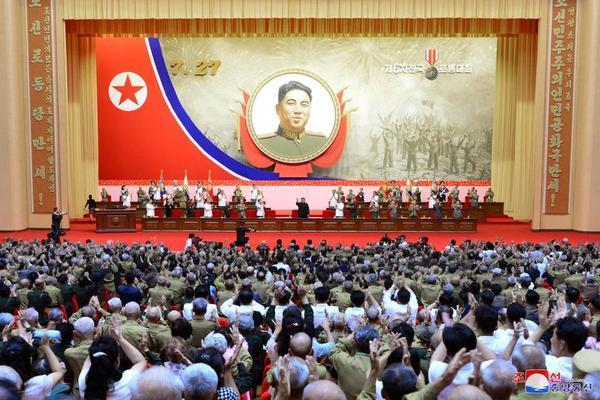 Triều Tiên bắn pháo hoa kỷ niệm Ngày Chiến thắng - Ảnh 6.