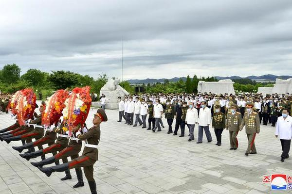 Triều Tiên bắn pháo hoa kỷ niệm Ngày Chiến thắng - Ảnh 9.