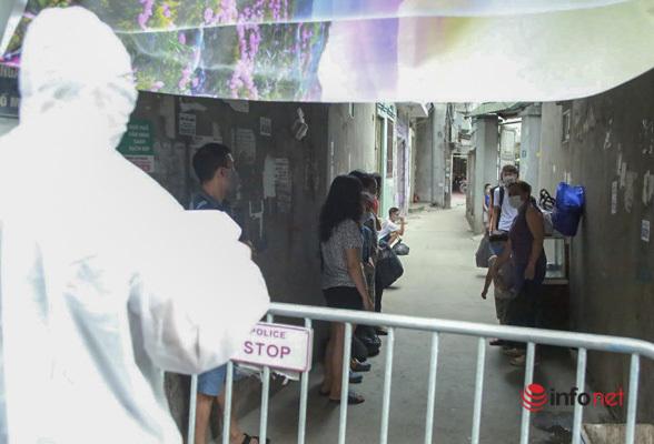 Hà Nội: Đưa 37 người ở Mễ Trì liên quan nhân viên quán pizza nhiễm Covid-19 đi cách ly - Ảnh 1.