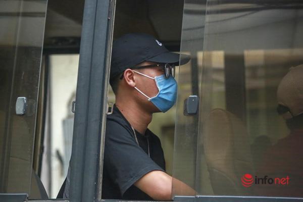 Hà Nội: Đưa 37 người ở Mễ Trì liên quan nhân viên quán pizza nhiễm Covid-19 đi cách ly - Ảnh 8.