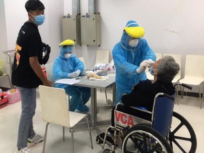 Thêm 2 bệnh nhân Covid-19 ở Đà Nẵng đang thở máy - Ảnh 1.