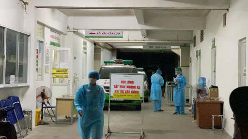 Vì sao bệnh nhân 449 lọt qua 5 bệnh viện mới được phát hiện mắc Covid-19? - Ảnh 1.