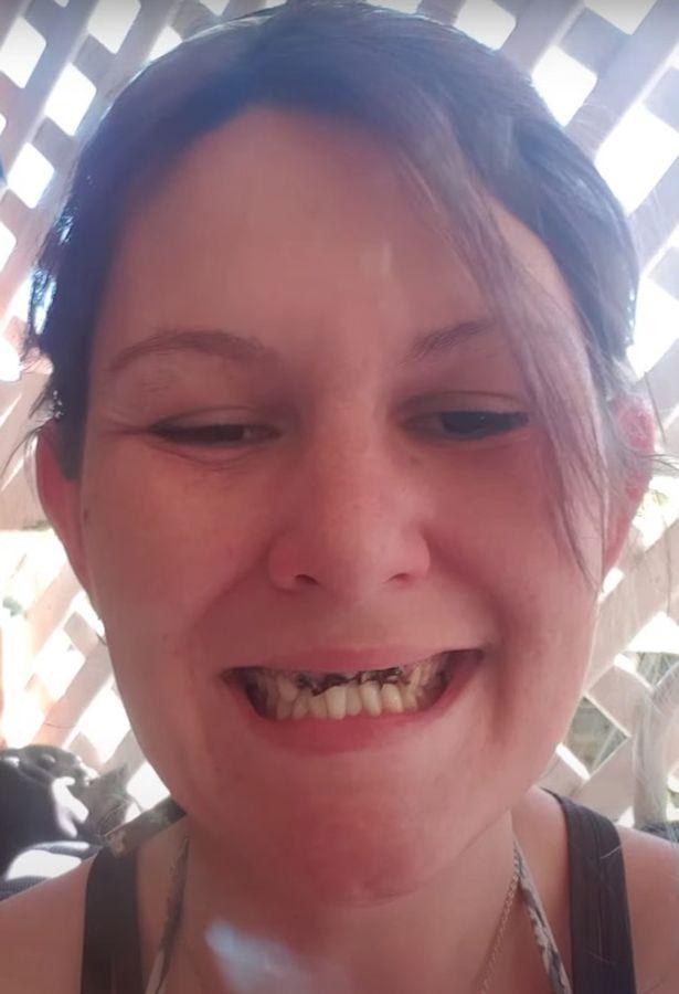 Bị MC chê vì răng xấu, bà mẹ trẻ bình tĩnh nói 1 câu khiến người này phải lập tức xin lỗi - Ảnh 2.