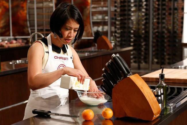 Chị em có biết Vua đầu bếp khiếm thị Christine Hà nấu ăn như thế nào? - Ảnh 1.