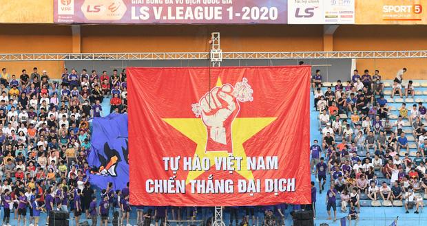 Những con số bóng đá Việt Nam tạo nên trong mùa dịch Covid-19 khiến cả thế giới khâm phục, chủ tịch FIFA cũng phải ngạc nhiên - Ảnh 1.