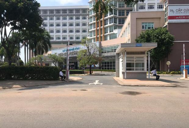 Vì sao bệnh nhân 449 lọt qua 5 bệnh viện mới được phát hiện mắc Covid-19? - Ảnh 2.