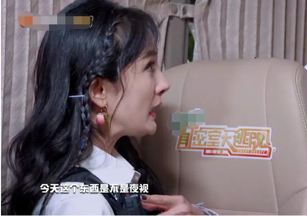 Khoe ảnh xinh đẹp lồng lộn trên MXH, Dương Mịch lộ nhan sắc thật trong show: Phần cằm biến dạng gây sốc nặng! - Ảnh 4.