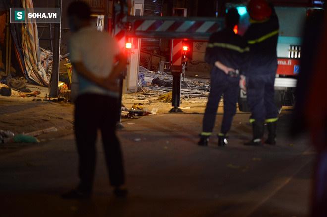 Hiện trường vụ thang treo lắp kính gãy đôi trên cao, 3 người rơi xuống đất tử vong - Ảnh 5.