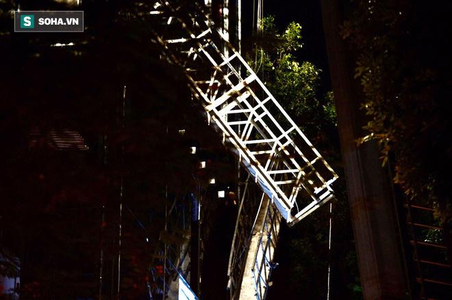 Hiện trường vụ thang treo lắp kính gãy đôi trên cao, 3 người rơi xuống đất tử vong - Ảnh 3.