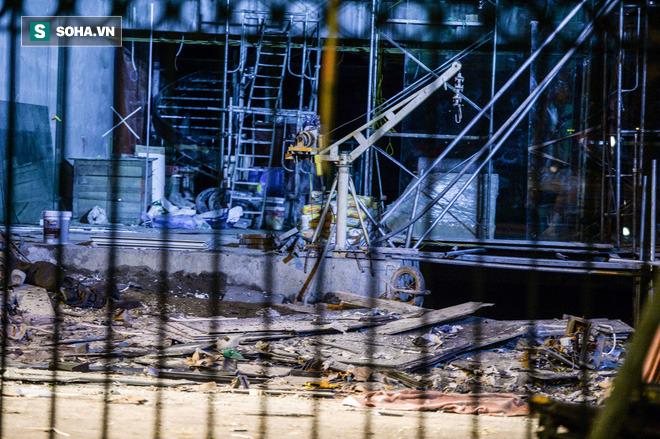 Hiện trường vụ thang treo lắp kính gãy đôi trên cao, 3 người rơi xuống đất tử vong - Ảnh 6.