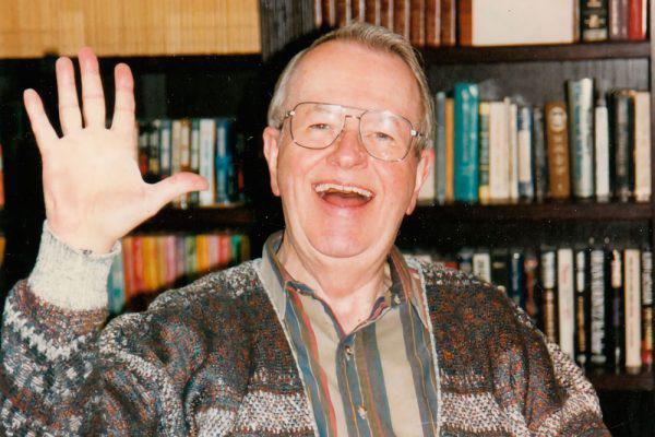 Ông Don Harper Mills đã kể một câu chuyện tự tử kỳ lạ từng khiến dân mạng xôn xao.