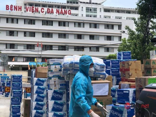 """Những chuyến xe chở """"yêu thương"""" đến tuyến đầu chống dịch ở Đà Nẵng - Ảnh 1."""