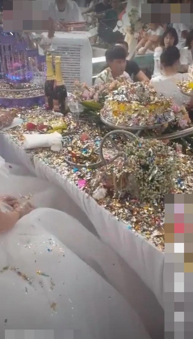 Cô dâu chú rể choáng váng vì sự cố kinh hoàng trong đám cưới, nhìn nhưng món đồ sau khi thực hiện nghi lễ biến dạng trên bàn mà ai cũng xót xa hộ - Ảnh 2.