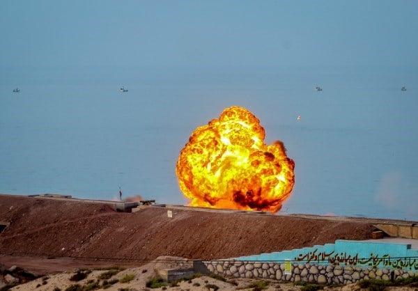 Mỹ khẩn cấp tìm kiếm 8 lính thủy đánh bộ mất tích - Trò chơi chết chóc của Iran ẩn thông điệp đanh thép - Ảnh 1.