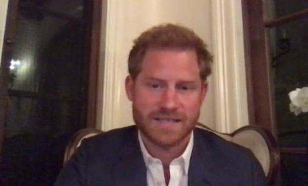 Xuất hiện lẻ bóng sau loạt lùm xùm bất hoà với gia tộc, Harry lại bị chỉ trích mạnh mẽ vì nói một đằng làm một nẻo - Ảnh 1.
