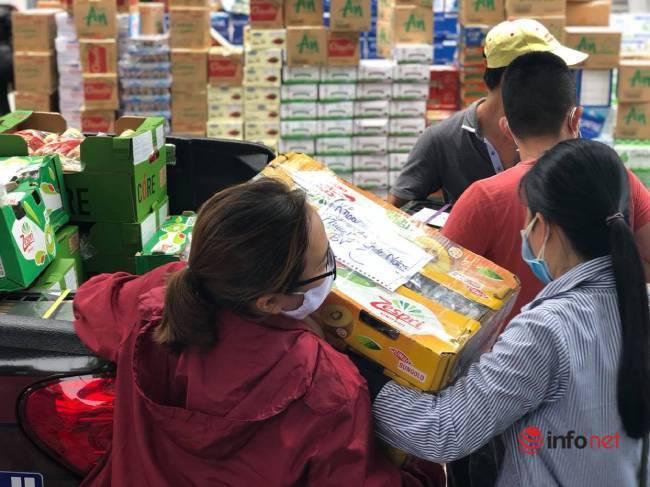 """Những chuyến xe chở """"yêu thương"""" đến tuyến đầu chống dịch ở Đà Nẵng - Ảnh 4."""
