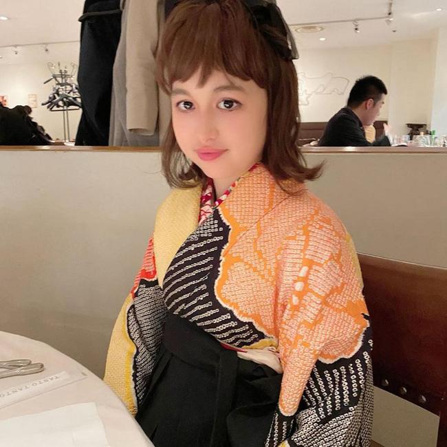 Cuộc sống xa hoa của quý cô giới siêu giàu Hồng Kông: Đi dạo bằng trực thăng, có người giúp rửa chân và tiêu chuẩn tìm bạn trai khó đỡ - Ảnh 5.