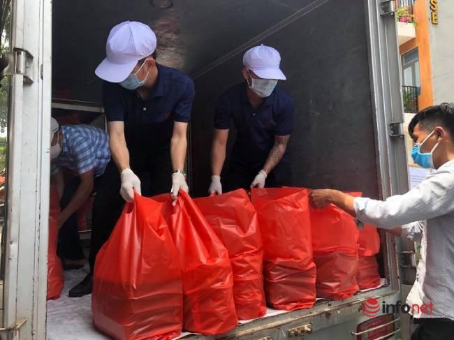 """Những chuyến xe chở """"yêu thương"""" đến tuyến đầu chống dịch ở Đà Nẵng - Ảnh 10."""