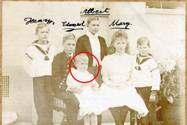 Vén màn bí mật về Hoàng tử mất tích của nước Anh: Chỉ hiện diện đến năm 4 tuổi rồi biến mất không dấu vết, cậu bé có thực sự tồn tại? - Ảnh 1.