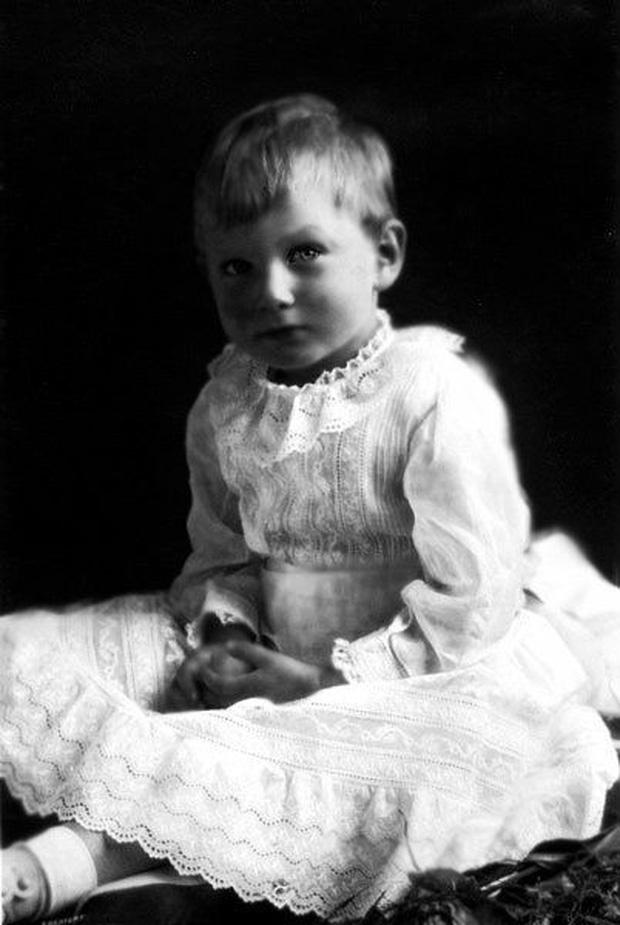 Vén màn bí mật về Hoàng tử mất tích của nước Anh: Chỉ hiện diện đến năm 4 tuổi rồi biến mất không dấu vết, cậu bé có thực sự tồn tại? - Ảnh 2.