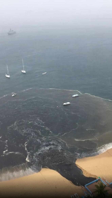 MXH lan truyền hình ảnh dòng nước thải đen ngòm đổ thẳng ra bãi biển nổi tiếng khiến dư luận hoang mang tột độ - Ảnh 2.