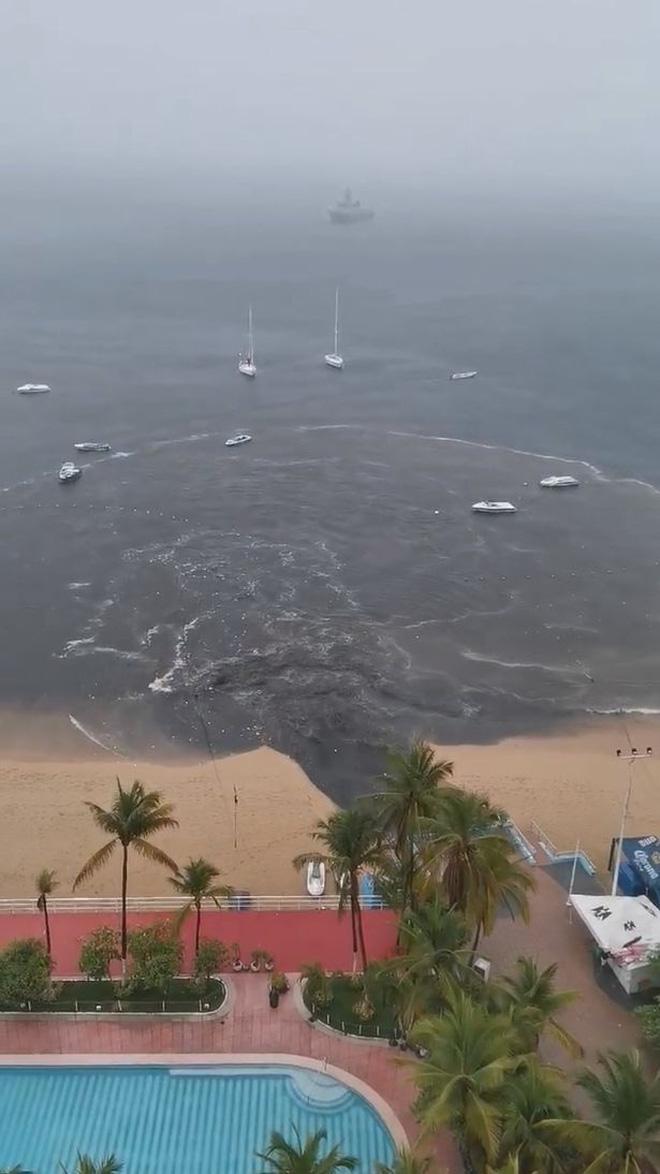 MXH lan truyền hình ảnh dòng nước thải đen ngòm đổ thẳng ra bãi biển nổi tiếng khiến dư luận hoang mang tột độ - Ảnh 3.