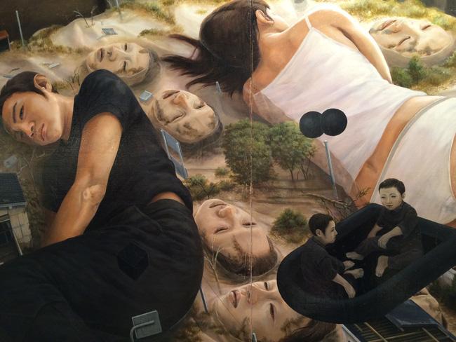 Qua đời ở tuổi 31, họa sĩ Nhật để lại 180 tác phẩm siêu thực đầy ám ảnh về góc khuất của thế giới hiện đại - Ảnh 15.