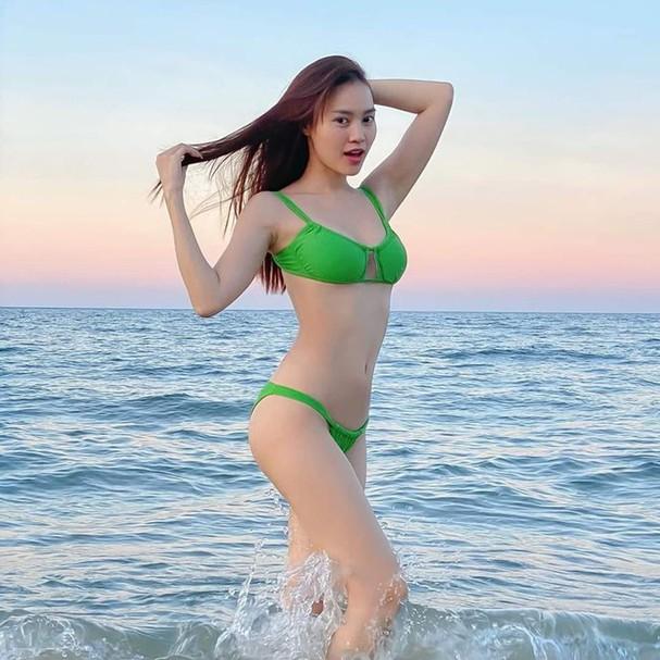 Thanh Hằng, Ngọc Trinh và dàn mỹ nhân sở hữu vòng eo con kiến gợi cảm nhất showbiz Việt - Ảnh 16.