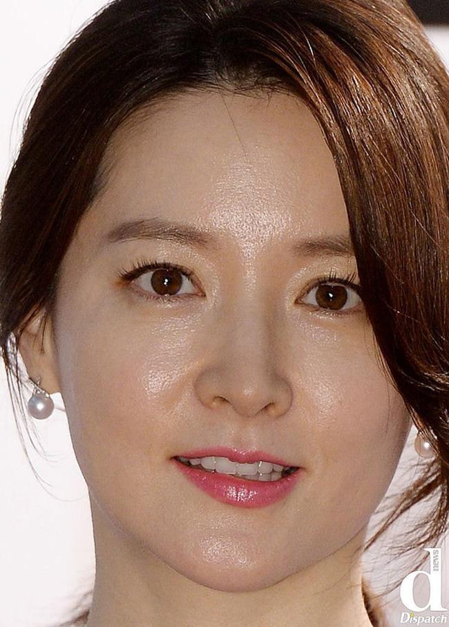 Nhan sắc thật sự của mỹ nhân Hàn được bóc trần qua ảnh chụp cận cảnh: Không thể tin nổi với làn da U40 của Song Hye Kyo, Kim Tae Hee - ảnh 2